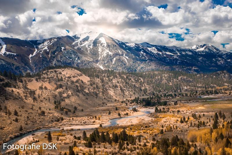 Ein Sierra Nevada Tal - in herbstlichen Farben