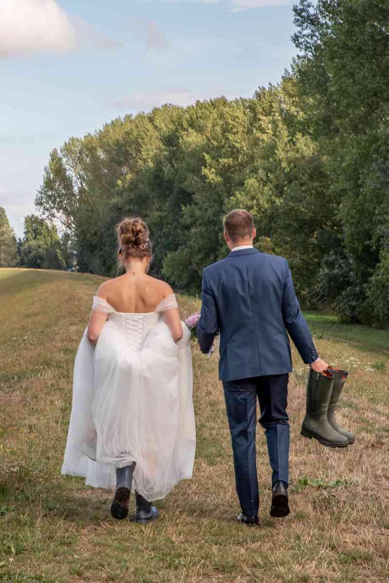 Brautpaar-Gummistiefel-Elbufer-Elbe-Foto-DSK