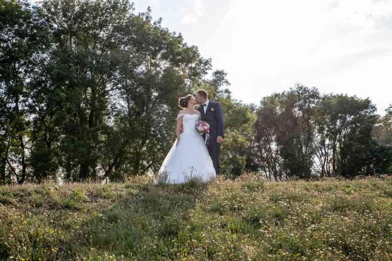 Brautpaar-Kuss-Elbufer-Fotografie-DSK
