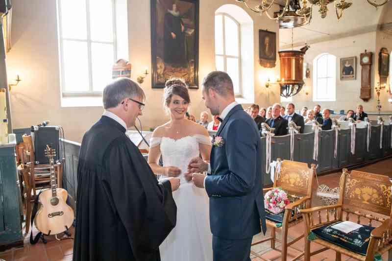 Hochzeitsfotografie-Kirche-Brautpaar-DSK