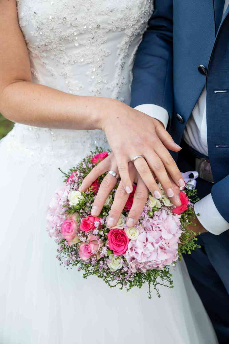 Ringfoto-Eheringe-Brautstrauß-Fotografie-DSK